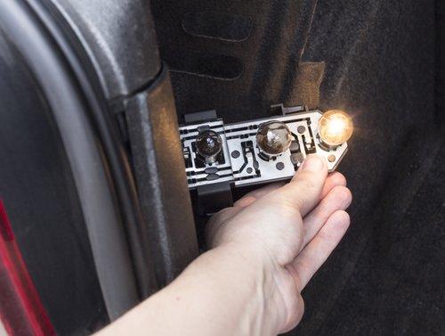 Glühbirne wechseln Rücklicht Auto