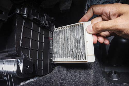 Innenraumfilter im Auto austauschen