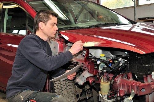 Reparatur Motorhaube
