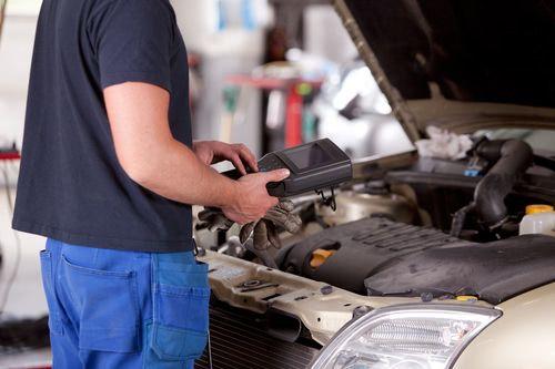 Motorsteuergerät wird ausgelesen